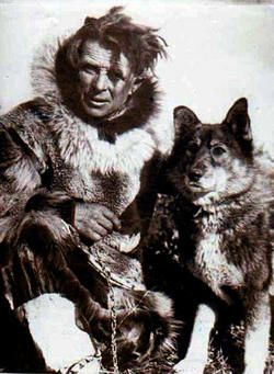 Leonhard Seppala junto a su perro Togo